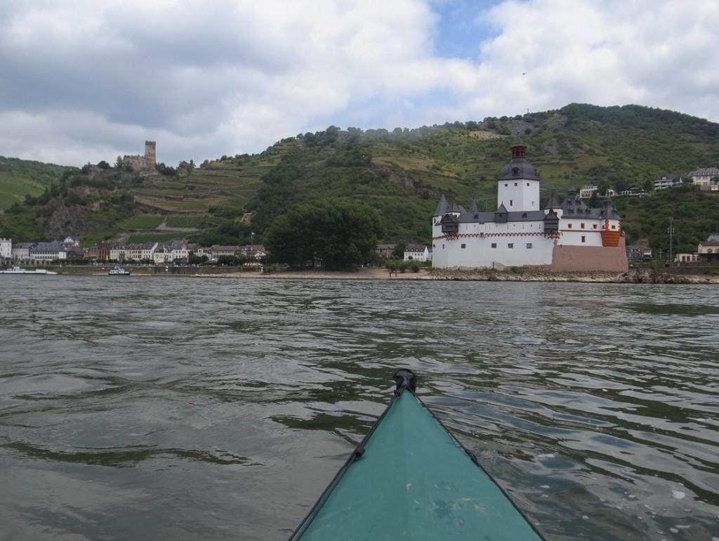 Burg Pfalzgrafenstein und Burg Gutenfels (Rheinkilometer 546)