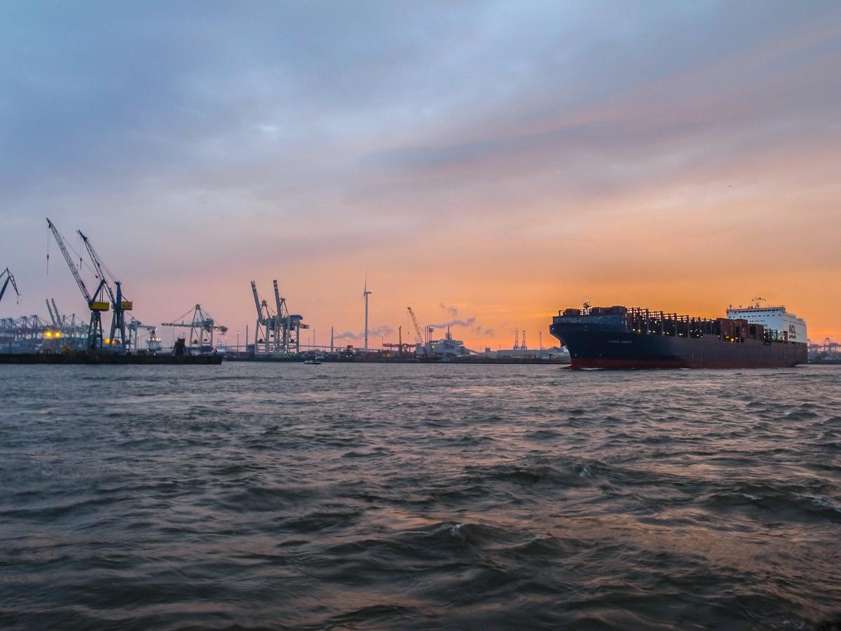 Abendstimmung am Hafen (Schiff)