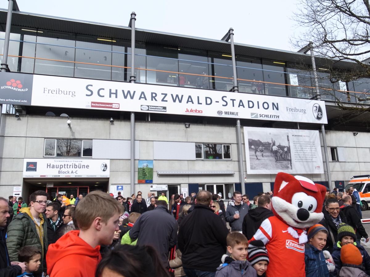 Schwarzwaldstadion (Außenansicht nah)