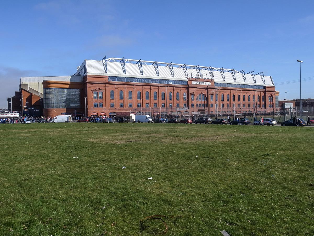 Ibrox Stadium (Außenansicht fern)