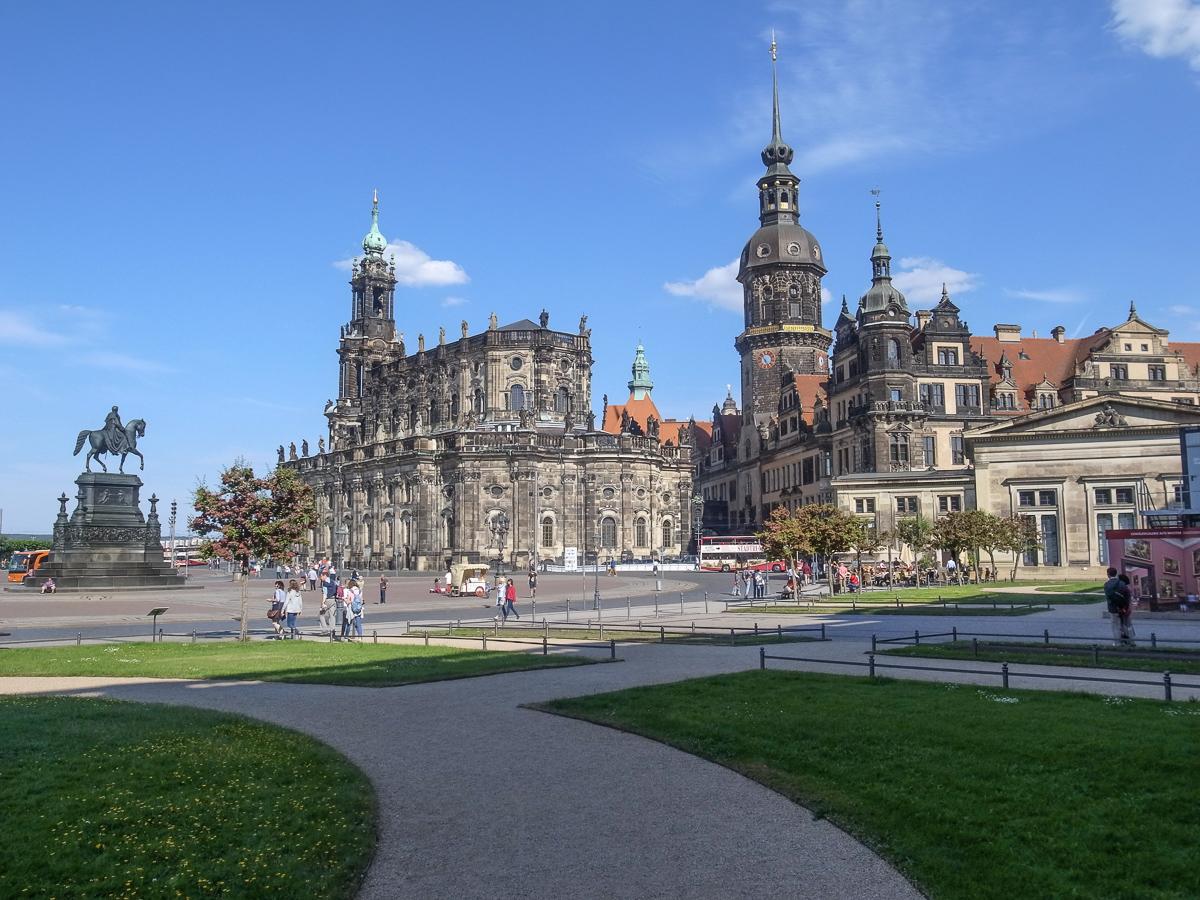 Katholische Hofkirche und Residenzschloss
