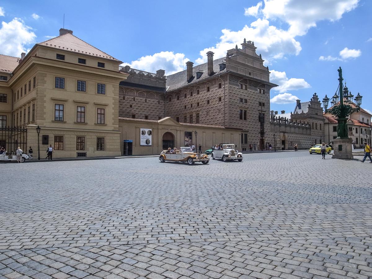 Vor der Burg