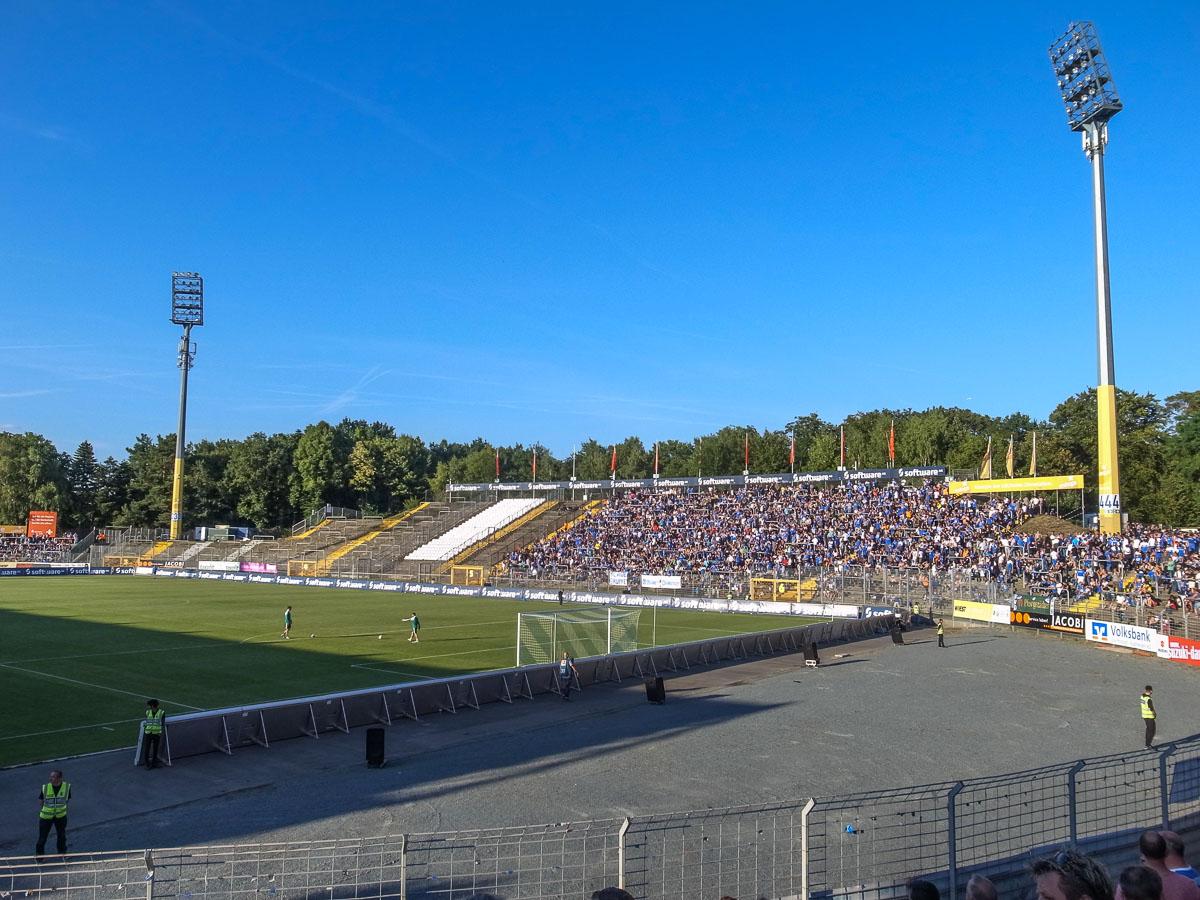 Merck-Stadion am Böllenfalltor (Gegengerade)