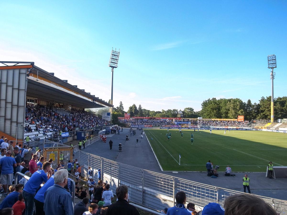 Merck-Stadion am Böllenfalltor (Blick von der Kurve)