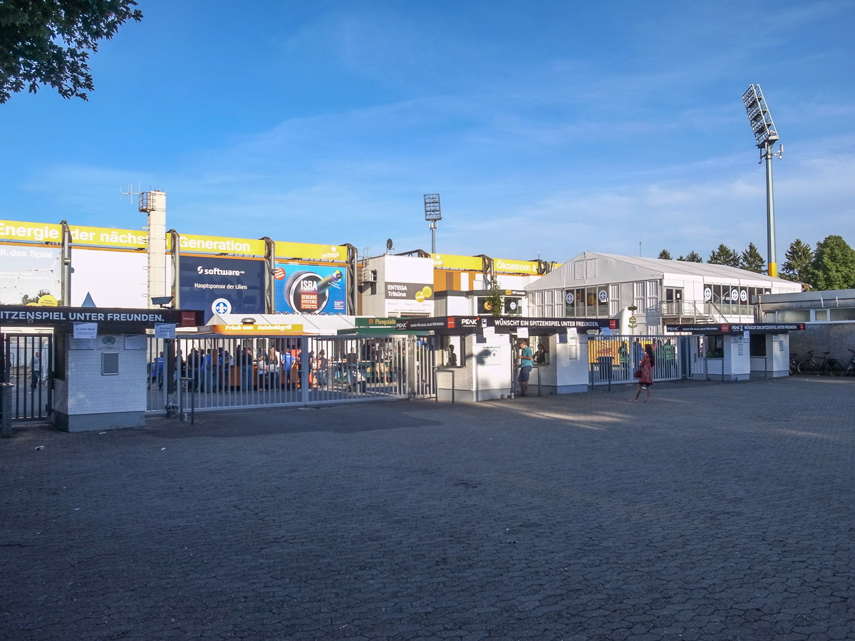 Merck-Stadion am Böllenfalltor (Außenansicht)