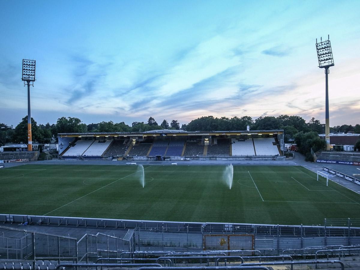 Merck-Stadion am Böllenfalltor (Haupttribüne)