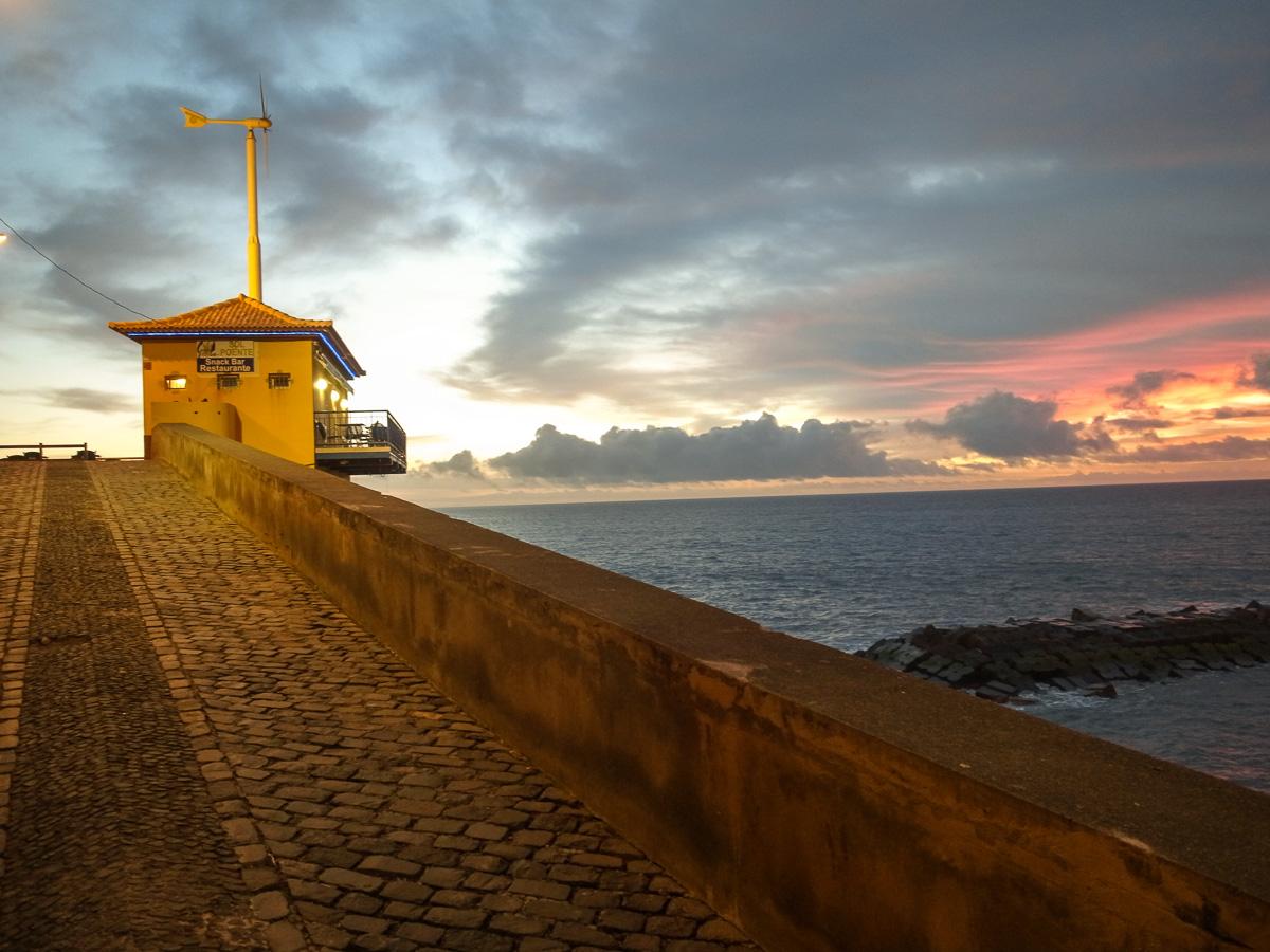 Restaurant bei Sonnenuntergang