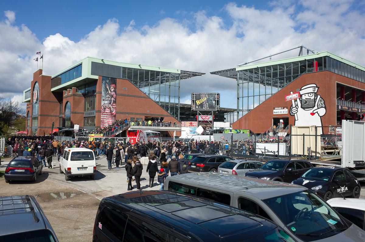 Millerntor-Stadion (Außenansicht seitlich)