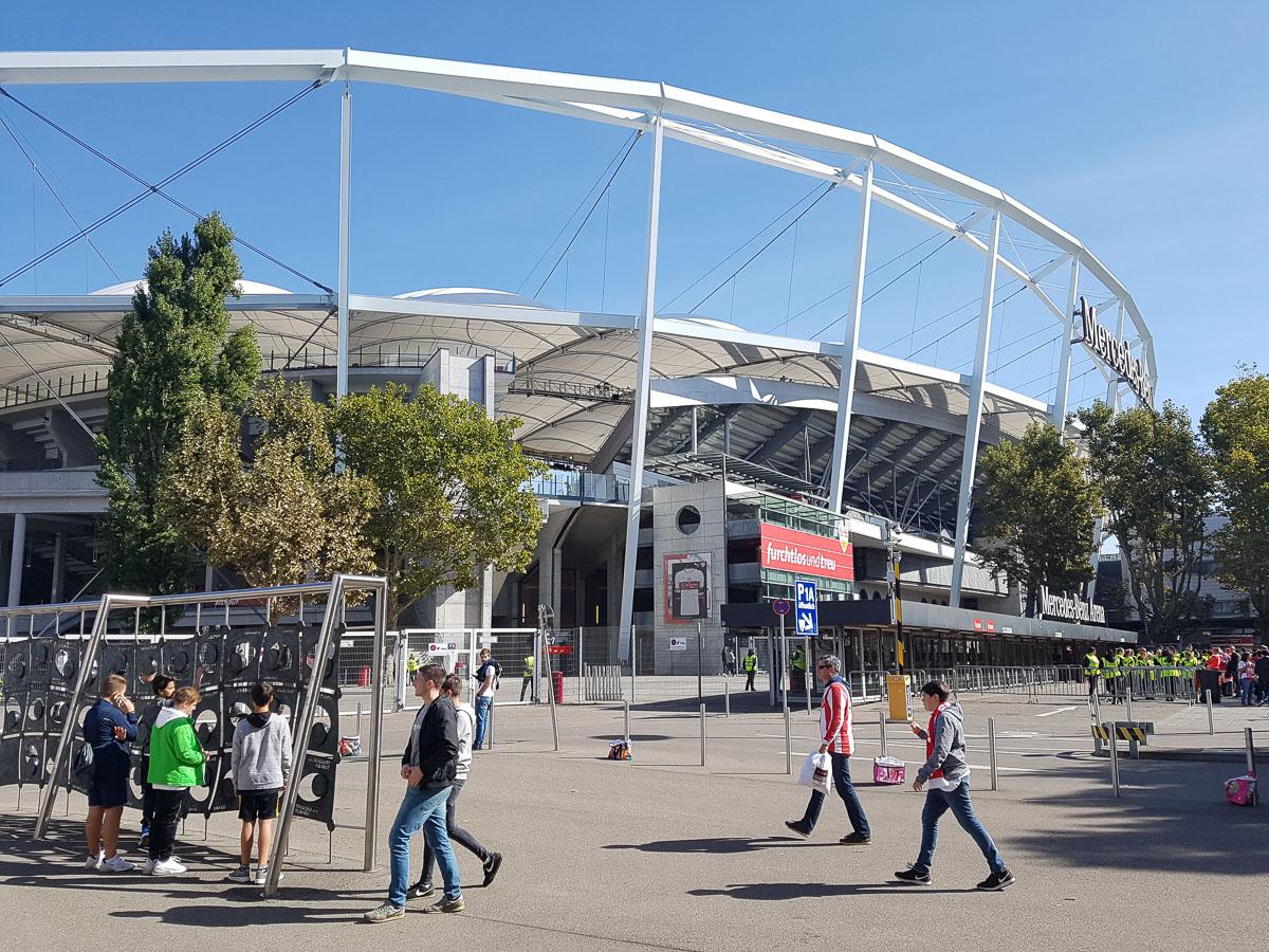 Mercedes-Benz Arena (Außenansicht)